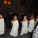 Stolz trugen die Kinder ihr Licht