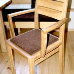 Stuhl mit Armlehnen, Braunesche massiv
