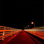闇につづく橋
