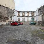 Aus einer Baulücke wurde wegen Platzmangels kurzerhand ein Parkplatz