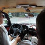 Taxifahrt in einem betagten Lada
