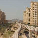 Bahnstrecke hinaus auf die Palme - am Ende das Hotel Atlantis