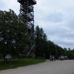 Kurz hinter Otepää erklommen wir einen Aussichtsturm...