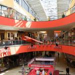Kein Vergleich zum Landleben - ein richtig großes modernes Einkaufszentrum