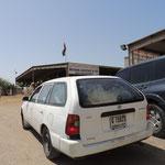Der Abtransport der gekauften Ziege erfolgt im KOmbi