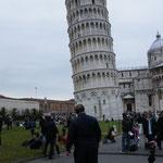 Ja, der ist wirklich ganz schön schief, der Turm in Pisa