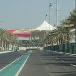 Im Hintergrund die Ferrari-World
