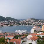 Blick von unserem Quartier hinunter zum Hafen