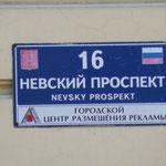 Eine der längsten Straße von St. Petersburg - der Nevsky Prospekt