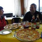 Leckere Pizzen im Restaurant um die Ecke