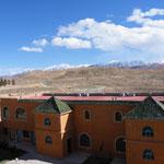Blick hinaus aus dem Hotelfenster