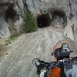 Erst im letzten Moment erkennbar - im Tunnel ein Hollaster ohne Beleuchtung :(