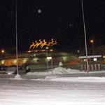 Vor dem Terminal des Flugahfens in Rovaniemi