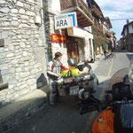 Einkaufsstopp in Burgui