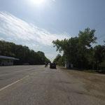 Militärposten, der vor der Grenze schon mal den Verkehr bremst