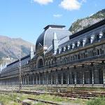 ...ein Bahnhof der nie in Betrieb genommen wurde