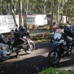 ...die Mopeds gepackt