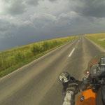 Richtung Donaudelta wurde es wieder flach und wie immer nachmittags - gewittrig