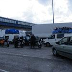 In der Warteschlange am Fährhafen in Algeciras..