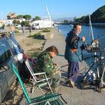 Gli amici di pesca con la mia bilancia motorizzata a 12 V