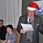 Dieter Trepkau liest vom rotierenden Weihnachtsbaum