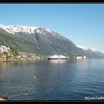 Blick ueber den Fjord in Odda