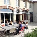 Des amis suisses sur la terrasse en octobre