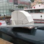 La poppa del sommergibile con la struttura creata per permettere l'accesso ai visitatori.