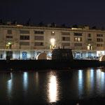 Veduta notturna del sommergibile.