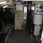 La camera di manovra. Sulla Sn. la timoneria e a Ds. il periscopio di scoperta.