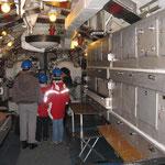 La camera di lancio, centro della vita sociale del sommergibile.