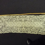 Small linen filet worked curtain. 90 x 33, all intact and robust. €90