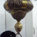 Kirchenlampe, ewiges Licht. Elektrifiziert mit 3 Armen je 1. Birne. Massivmessing, ursprünglich versilbert. Leichte Reste sichtbar. Die Engel sind echt barocke Teile. Preis: €980