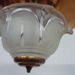 Frankreich, 30er Jahre, Laliquesque. Verkupfertes Metall mit Pressglaskuppel. 1 Birn