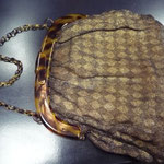 Vintage handbag. Lucite frame with lurex outer fabric, lining is synthetic. The outer fabric is tired, has some holes. 25 x 28 cm Price: €65