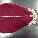 Vintage silver-plated frame with professionally renewed fabric: bordeaux velvet. Exquisite angel motif on the frame. Long chain which can be carried double. 29cm x 21cm Price: €220