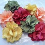 Blumen aus Hightechfaser, als Nadel oder Haarschmuck grün, gelb, pink, aprikot, €20
