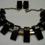 Black bakelite and rhinestone necklace with earrings. €580
