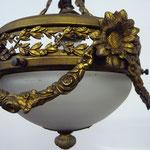 SOLD Frankreich, Empirestil mit Girlanden und Rosetten. 1 Birne. Durchmesser 22 cm, Tiefe 75 cm. Preis: €32