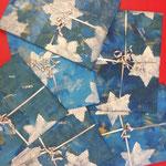 Geschenkpapier mit Roller eingefärbt und mit Schablone verziert