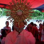 HORA SANTA- CANTA MISA PADRE ALVARO 16/06/2012