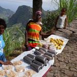 Einkaufen am Wegrand: Kaffee, Papaya, Grave, Bananen