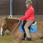 Linda Tellington-Jones beim Halsring-Reiten