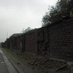 muur rondom het mijnterrein