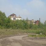 schachtdeksel en de restanten van de kolenwasserij