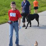 Mein Trainer Olaf begleitet Mandy und mich mit einer Dogge.