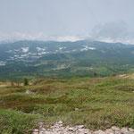 子根子岳からの下りでしばらく妙高山が見える