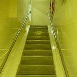 Viele Treppen führen in den...