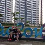 Mit Eltern im Olympischen Dorf