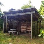 so sieht eine Schutzhütte des Pilgerwegs Haervejen aus